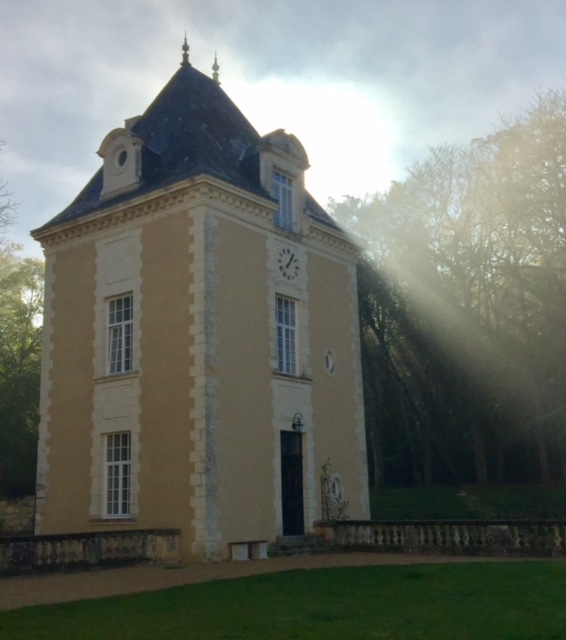 morning-breaks-in-chateau-de-jalesnes